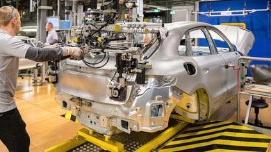 Porsche Taycan Cross Turismo a fine anno, poi Macan elettrica
