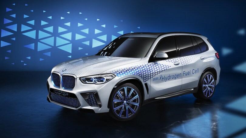 BMW presenta le caratteristiche dell'elettrico a idrogeno