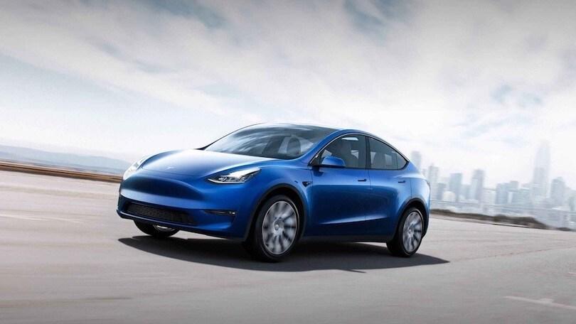 Tesla, con Direct Drop consegna auto nuove a casa