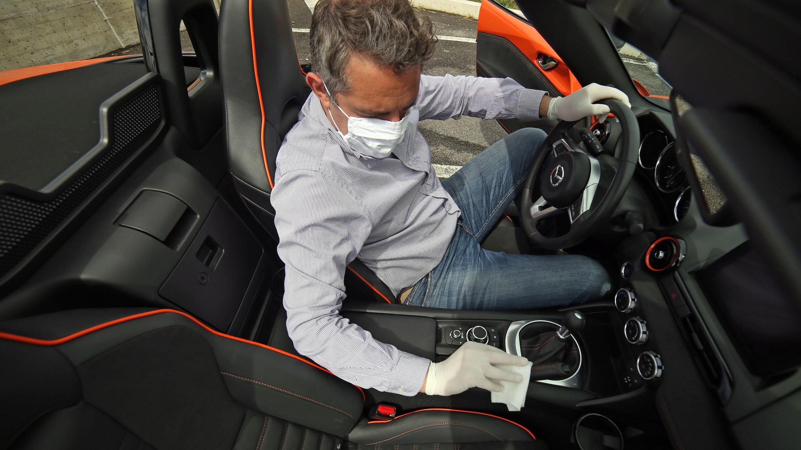 Coronavirus, ecco come sanificare l'auto in vista della ripartenza