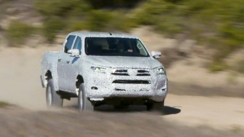 Nuovo Toyota Hilux, test con Fernando Alonso VIDEO