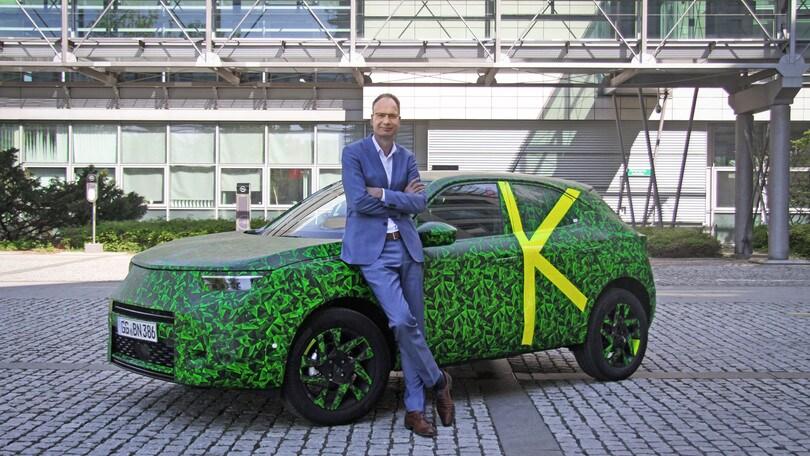 Opel Mokka si mostra col CEO Lohscheller