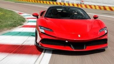 Prova Ferrari SF90 Stradale: la carica ibrida dei 1000 cv galoppa a Fiorano