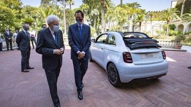 Fiat 500 elettrica con guida speciale: al volante c'è Sergio Mattarella