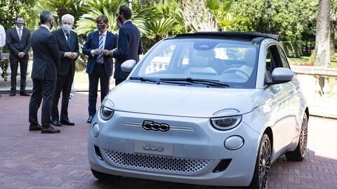 Fiat 500 elettrica: c'è Sergio Mattarella alla guida FOTO