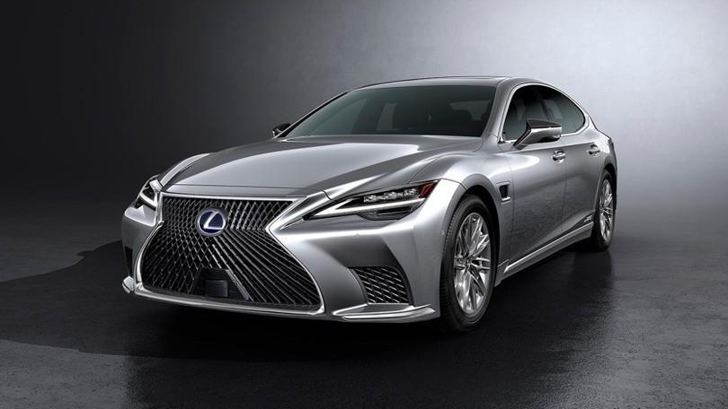 Lexus LS restyling, novità Adas Teammate e fari Blade Scan