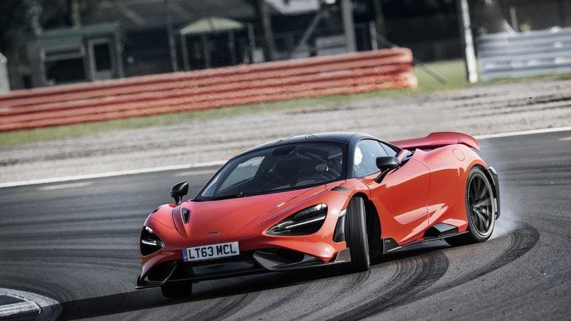 McLaren 765LT, animale da pista