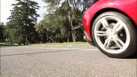 Prova Ferrari Roma: il video del test drive d'eleganza nella Capitale