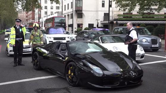 Londra, l'incidente è tra due Ferrari e una BMW M6 VIDEO