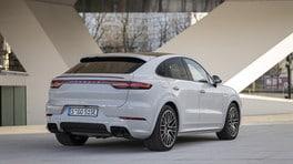 Porsche Cayenne E-Hybrid, la nuova batteria estende l'autonomia