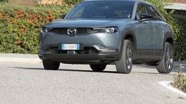 Guidare elettrificato: Mazda MX-30, filosofia light