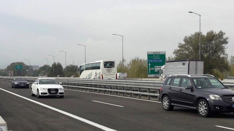 DL Rilancio, nuove colonnine ricarica auto: in autostrada una ogni 50 km