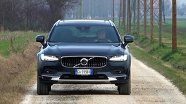 Guidare elettrificato: Volvo V90 Cross Country B5 D