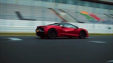 McLaren Artura, la nuova ibrida plug-in di serie di Woking