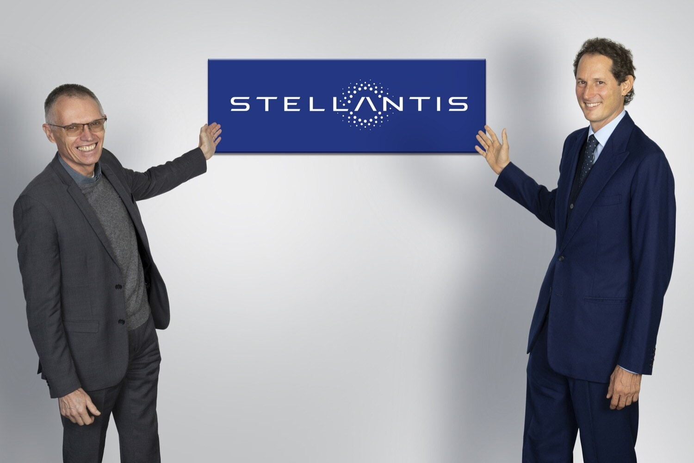 "Elkann: ""Stellantis triplicherà le vendite di ibride ed elettriche"""