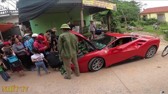 Costruisce una Ferrari 488 GTB per... vendere angurie