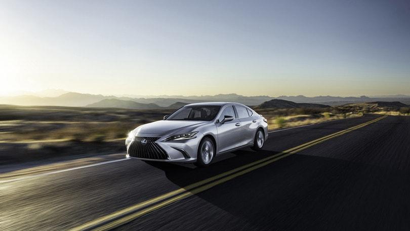 Lexus ES 2021, lusso ibrido elegante e sicuro