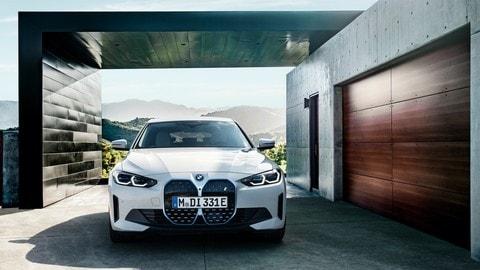 BMW i4, la berlina coupé elettrica