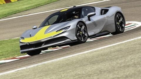 Ferrari SF90 Stradale Assetto Fiorano, la prova in pista
