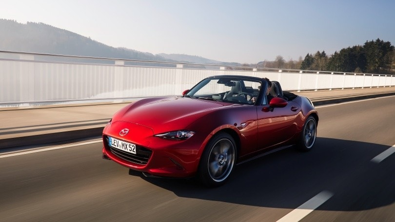 Rosso Mazda: l'attrazione emotiva brilla del colore