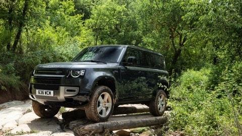 Land Rover Defender 110 X-Dynamic SE D300, il testo