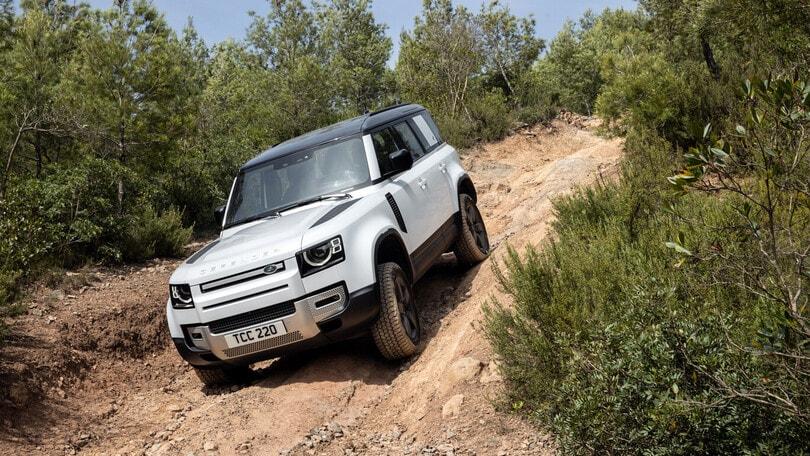 Land Rover Defender P400e, la prova del fuoristrada plug-in