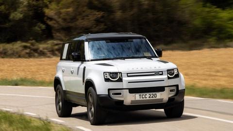 Land Rover Defender p400e, il fuoristrada plug-in hybrid alla prova