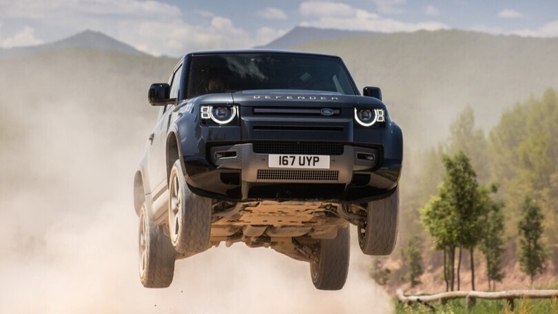 Land Rover Defender V8, esplosione di potenza