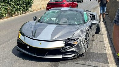 Ferrari col botto: semidistrutta una bellissima SF90 Stradale Assetto Fiorano