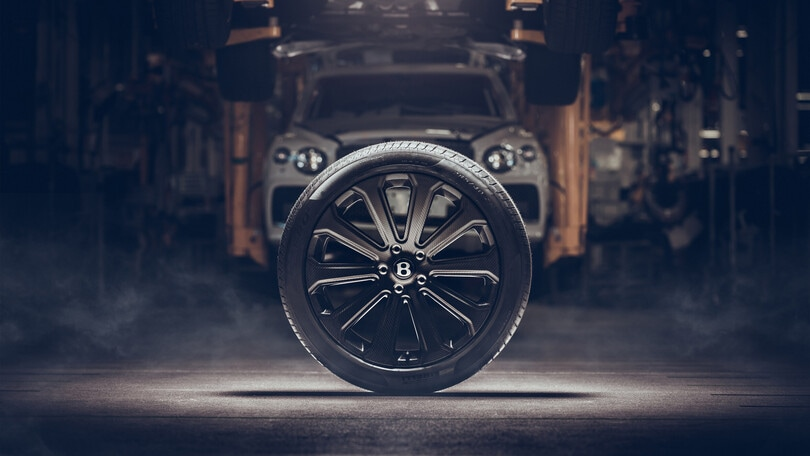 Bentley, arrivano i cerchi Mulliner in fibra di carbonio da 22