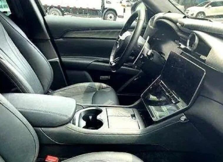 Maserati Grecale, immagine spia degli interni del Suv medio