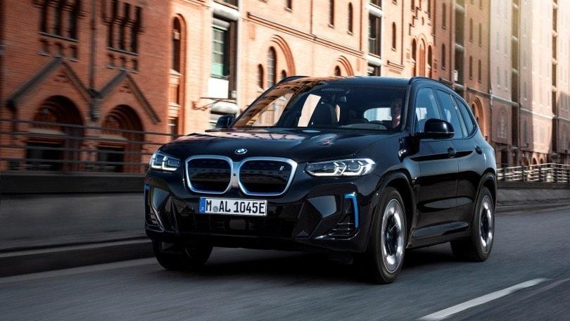 BMW iX3, restyling nel design e con pacchetto M Sport di serie