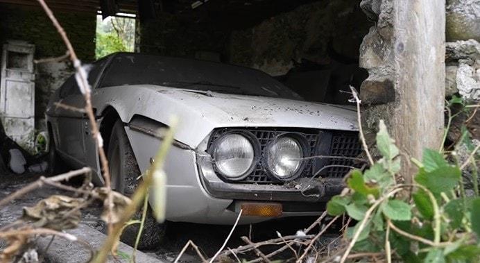 Lamborghini Espada nascosta in una fattoria: che scoperta sensazionale in Inghilterra
