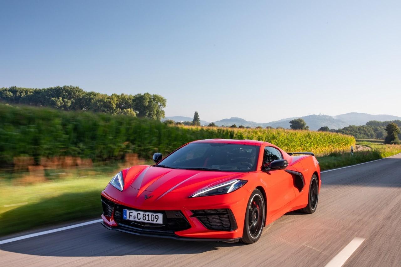 Chevrolet Corvette Stingray, come morde l'asfalto quella europea